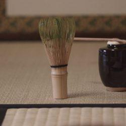 お茶を飲むだけでは無く、いろんな和文化に触れられるところでしょうか。お稽古を続けていくためのモチベーションに着物やら懐石などを知ることがある。